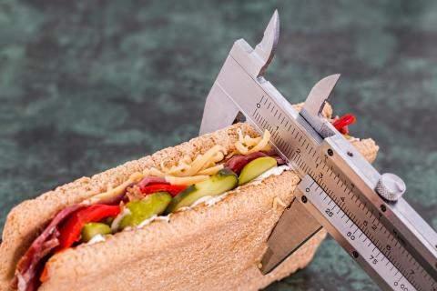 Hány kalóriát kell enni egy nap a fogyáshoz?